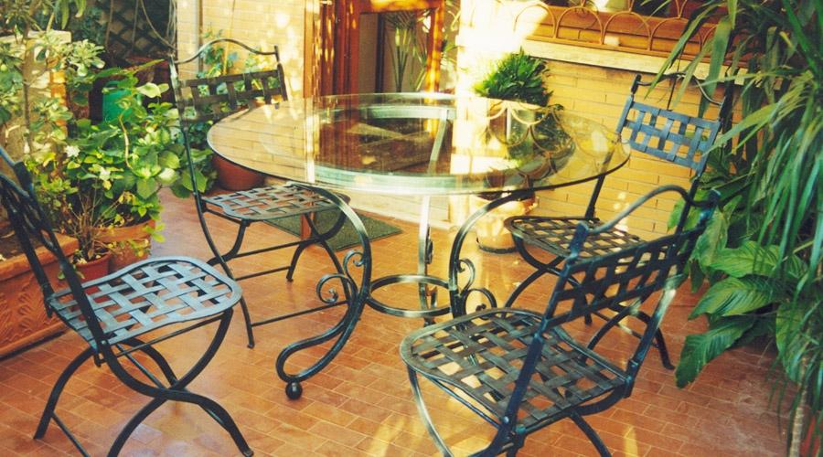 Mobili da giardino in ferro battuto arduini artigiani for Mobili da giardino in ferro antichi
